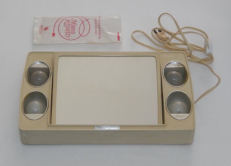 VTG Lighted Make Up Vanity Mirror Go Lightly With case